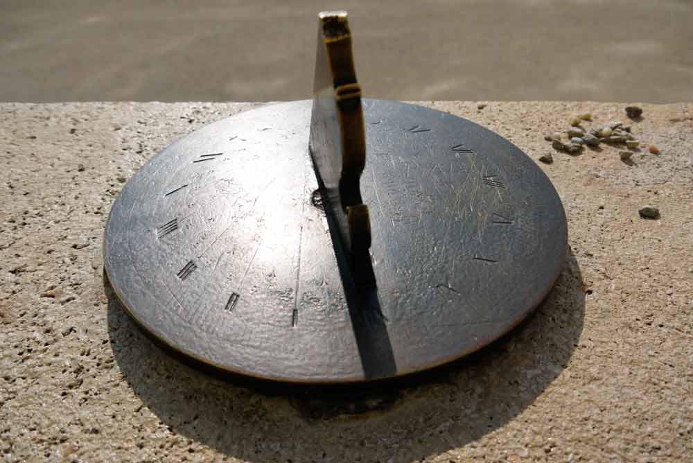 cadran solaire en acier