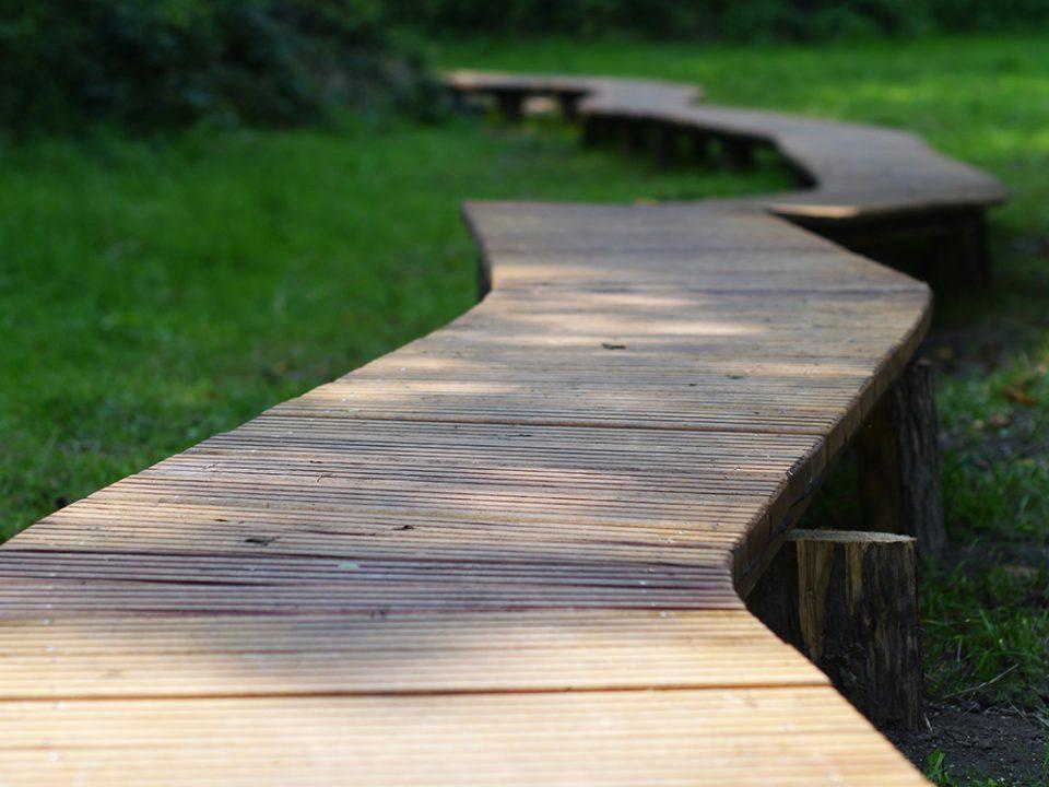 ombre - jeu de lumière sur un ponton en bois