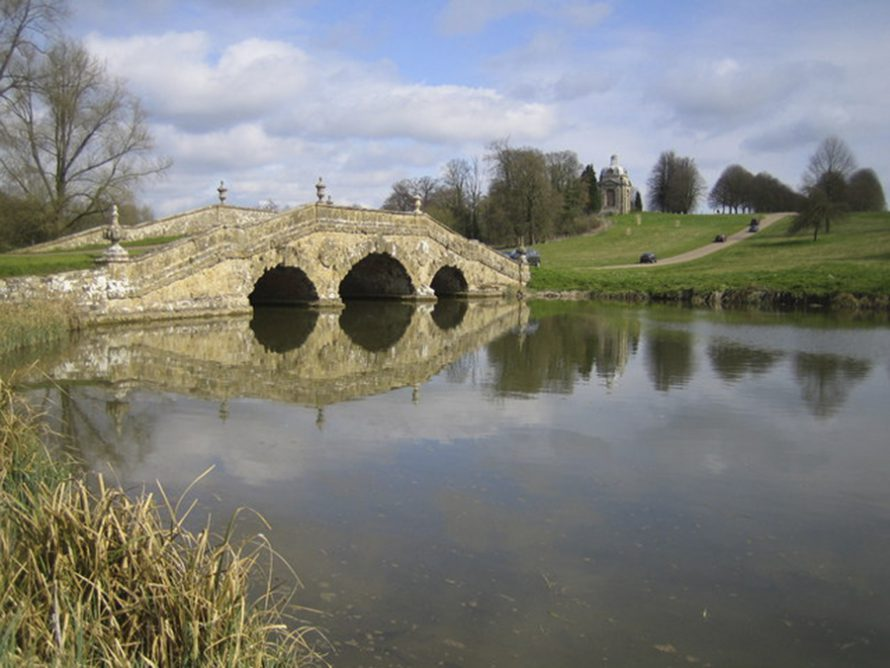 Styles de jardins - Pont dans le jardin de Stowe en Angleterre